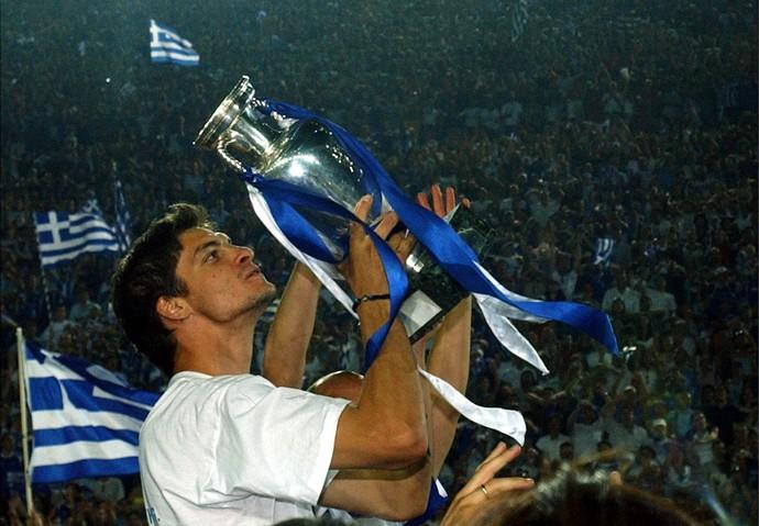 Atacante da Grécia Angelos Charisteas Eurocopa de 2004  (Foto: AP)