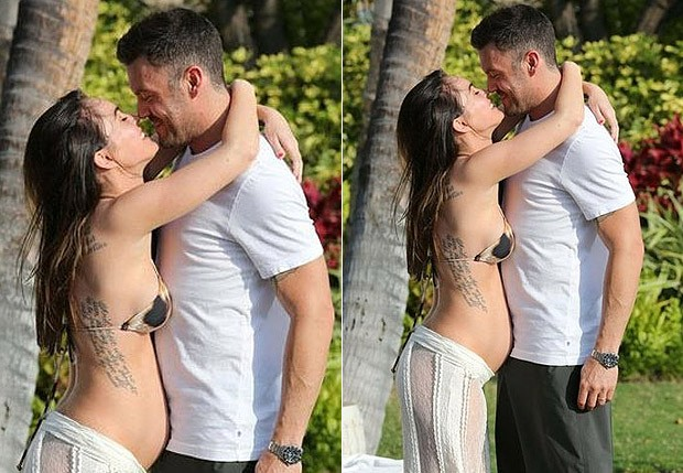 Grávida, Megan Fox recebe carinhos do marido, Brian Austin Green (Foto: The Grosby Group)