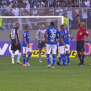 Árbitro expulsa Bryan e Marcos Rocha no clássico Atlético-MG x Cruzeiro (Foto: Reprodução / Premiere)