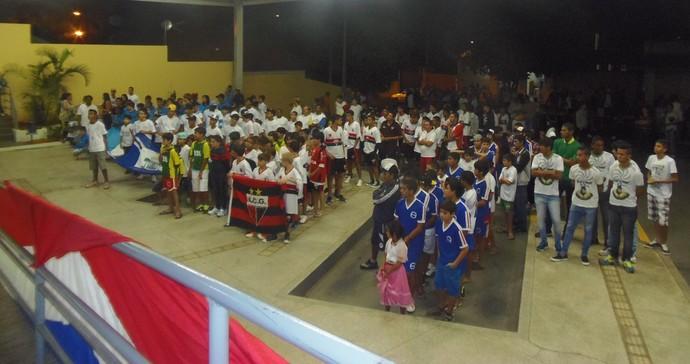 Desfile das equipes na noite de segunda-feira (Foto: Divulgação)