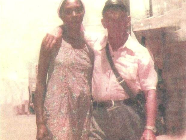 Foto obtida pela pesquisadora mostra o senhor Adolf Leipzig com a companheira em Livramento no ano de 1982, quando Hitler teria 93 anos de idade. (Foto: Simoni Guerreiro Dias / Arquivo Pessoal)