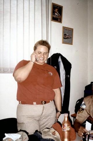 Patricia Sevecenco com o uniforme de bombeira (Foto: Arquivo pessoal)