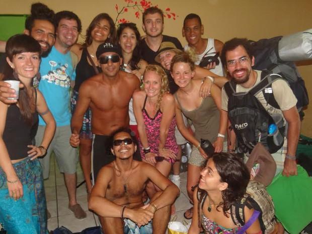 Grupo de turistas deu adeus à folia olindense nesta quarta (Foto: Danilo César / G1)