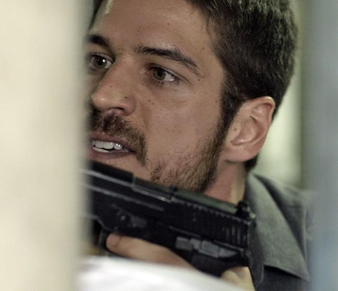 Dante confronta capanga da facção (Foto: TV Globo)
