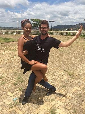 Pose da coreografia da comissão de frente da Mocidade Independente do Bonfim em São João del Rei (Foto: Carlos Eduardo Alvim/G1)