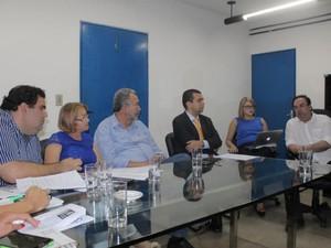 Secretário Luciano Barbosa apresenta parecer a Sinteal sobre Programa Escola Livre (Foto: Divulgação/Sinteal)