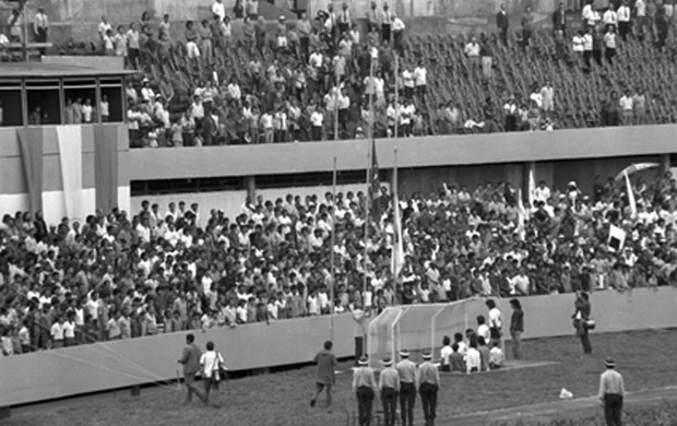 inauguração do estádio Mané Garrincha em 1974 Ceub x Corinthians (Foto: Arquivo Público do Distrito Federal)