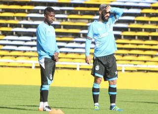 Miller bolaños Douglas Grêmio (Foto: Eduardo Moura/GloboEsporte.com)