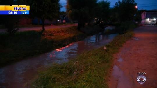 Chuva forte na madrugada causa estragos em várias cidades no RS