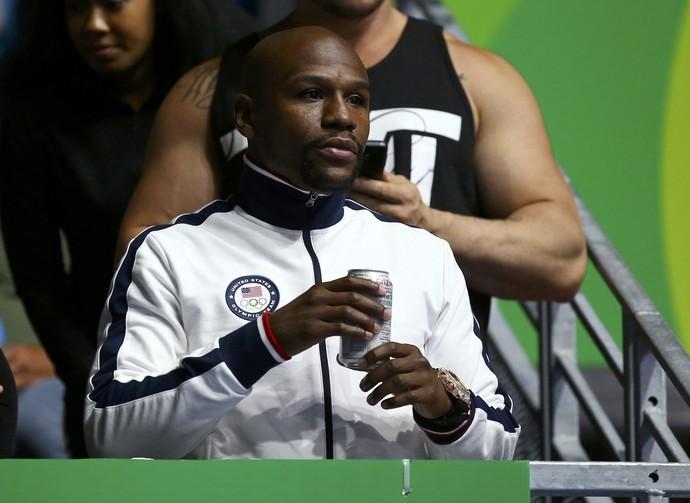 Floyd Mayweather Jr acompanha o boxe dos Jogos do Rio (Foto: REUTERS/Peter Cziborra )