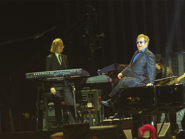 Elton John senta sobre piano durante show no Jockey Club, em São Paulo, nesta quarta-feira (27) (Foto: G1/Flávio Moraes)
