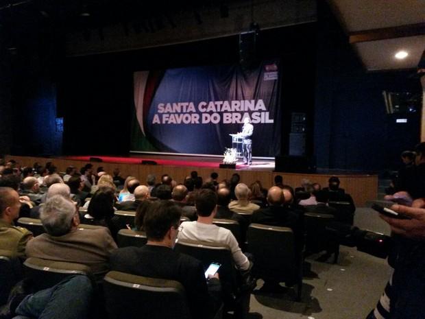 Joaquim Levy fez palestra em Florianópolis neste sábado (16) (Foto: Valéria Martins/G1)