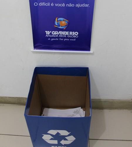 Caixas personalizadas identificadas pelo símbolo da campanha e Banners explicativos. (Foto: Magda Lomeu)
