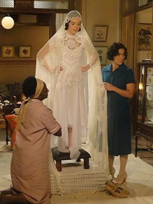 Inspiração: Giovanna Lancellotti se veste de noiva para gravar cenas de 'Gabriela'