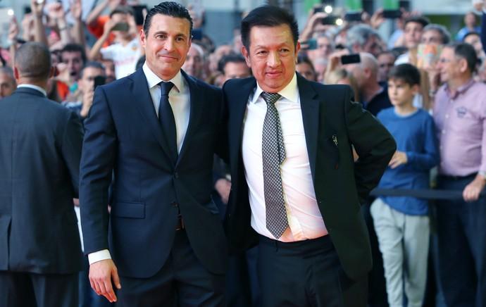 Peter Li, novo dono do Valencia, e o presidente Amadeo Salvo (Foto: AFP)