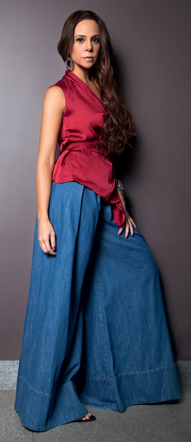 Calça: Martu   Cachecouer: Carolina Herrera   Bracelete e brincos: Atelier Nooca  (Foto:  )