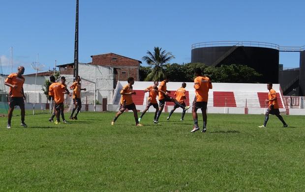 Jogadores fizeram um trabalho de aquecimento no início dos treinamentos (Foto: Henrique Pereira/ Globoesporte.com)