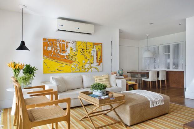 Apartamento claro e com uma paisagem deslumbrante do Rio (Foto: Divulgação)