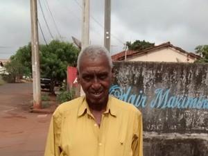 Policiais reformam casa de idoso em Iturama (Foto: Polícia Militar/Divulgação)