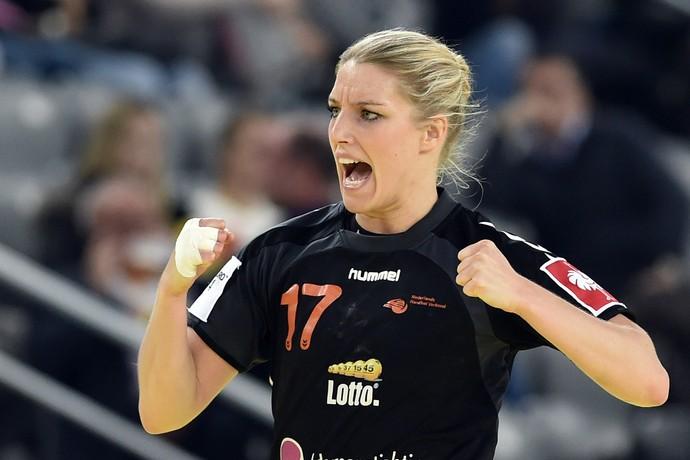 Cornelia Groot em ação pela seleção da Holanda no Mundial de handebol (Foto: Getty Images)