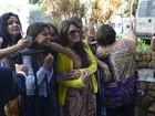 Ex-BBBs recebem são assediados por fãs em hotel de Belo Horizonte