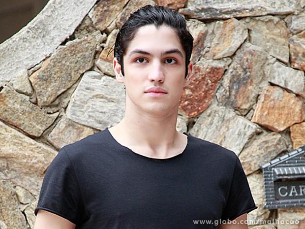 Gabriel Leone já interpretou Cazuza em uma peça do colégio (Foto: Ellen Soares / Malhação)