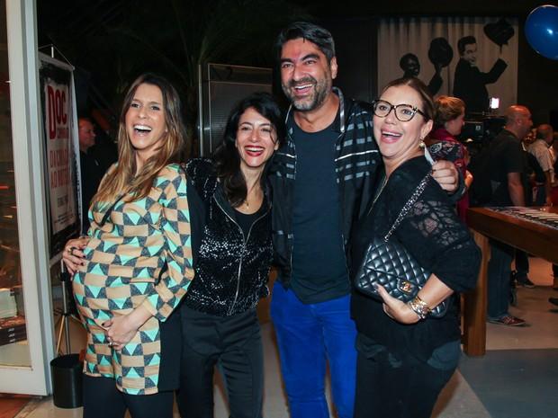 Sarah Oliveira, Marina Person, Zeca Camargo e Astrid Fontenelle em pré-estreia de filme em São Paulo (Foto: Manuela Scarpa/ Brazil News)