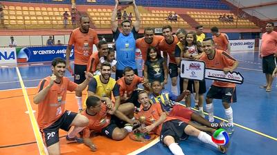 Jogadores do Brasnorte comemoram título da Copa dos Campeões de futsal 2015 (Foto: Reprodução/TV Morena)