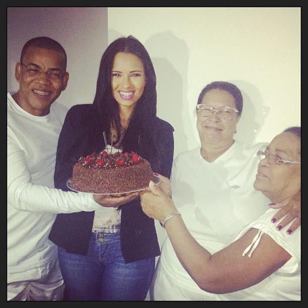 Ariadna com a familia (Foto: Instagram/Reprodução)