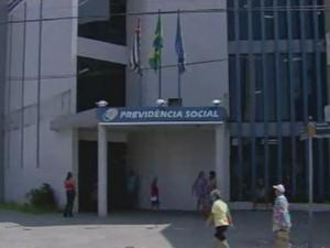 Agência da Previdência Social em São Vicente (Foto: Reprodução/TV Tribuna)