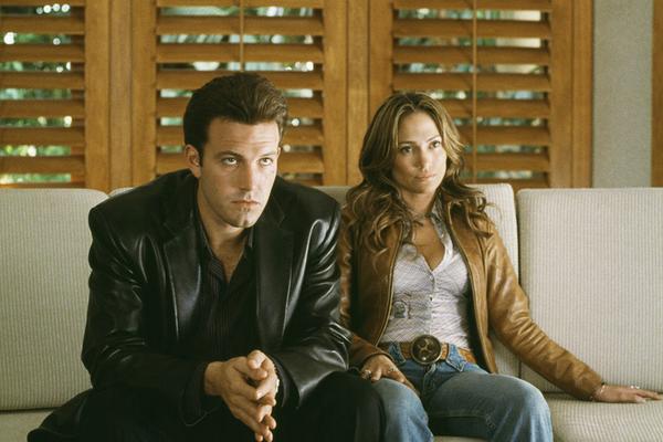Ben Affleck e Jennifer Lopez em cena de Contato de Risco (2003) (Foto: Reprodução)