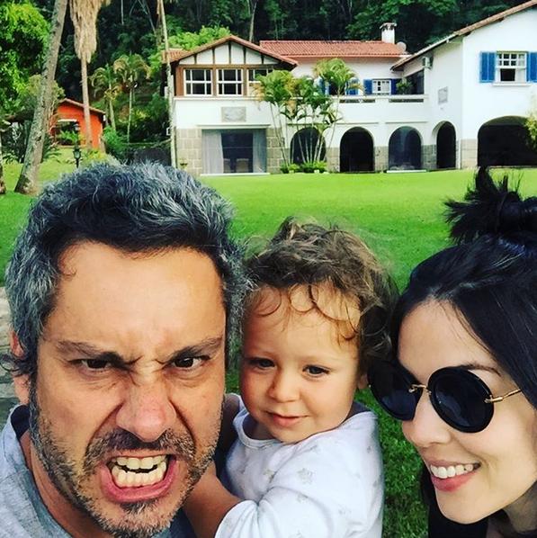 Alexandre Nero posa com a família (Foto: Reprodução/Instagram)