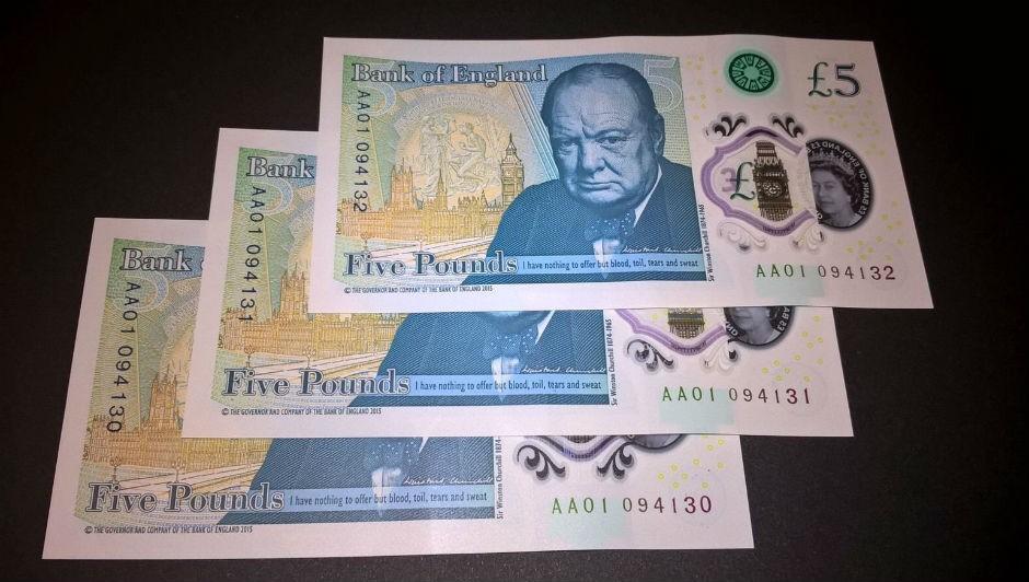 Nova nota de 5 libras contém traços de gordura animal (Foto: Ebay)