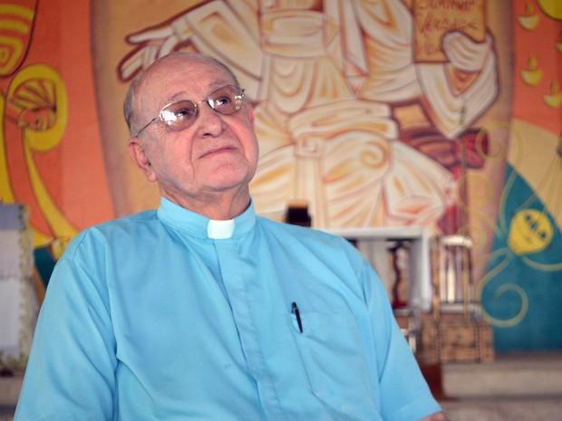 Padre Pedro Paulo Santos, que recebeu Buzzi em comunidade de Três Corações, MG (Foto: Samantha Silva/G1)