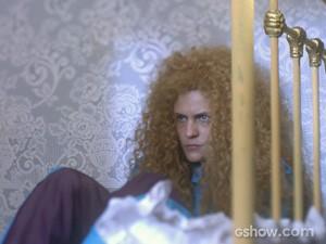 Gina não quer mais saber do vestido (Foto: Meu Pedacinho de Chão/TV Globo)
