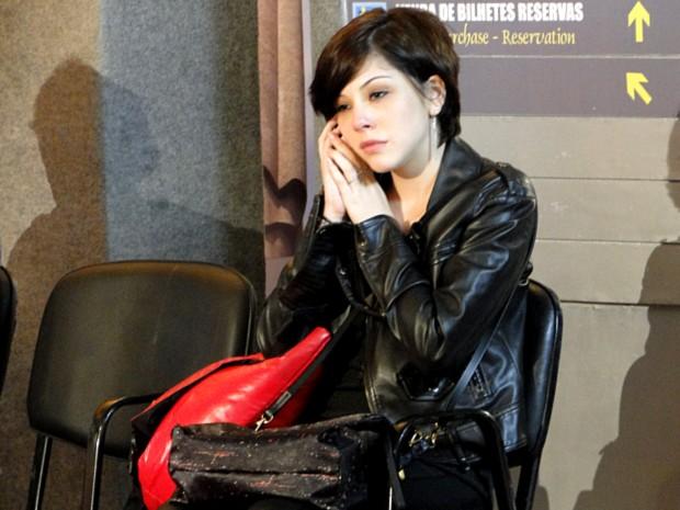 Alexia liga para Gabriel (Foto: Malhação / TV Globo)