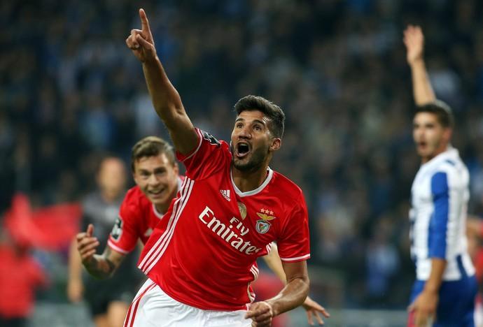 Lisandro López gol Benfica Porto (Foto: AFP)