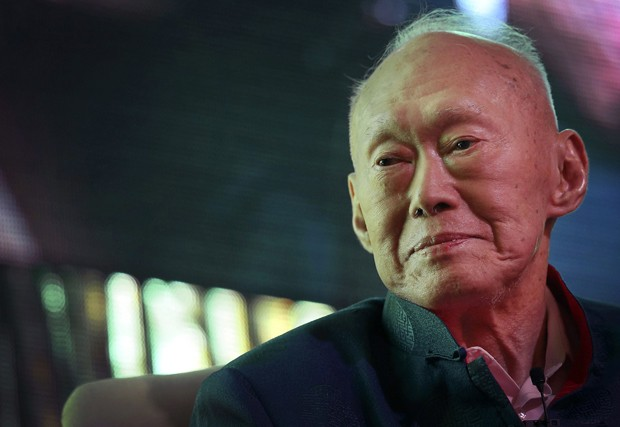 Lee Kuan Yew em foto de 20 de março de 2013 (Foto: AP/Wong Maye-E)