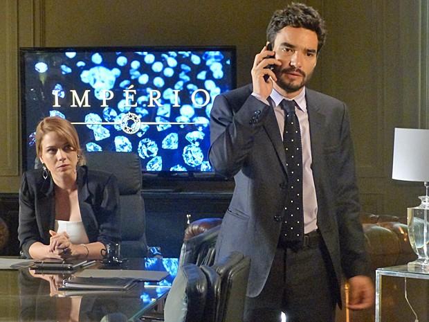 José Pedro se desespera ao saber da situação (Foto: Tatiana Helich/ Gshow)