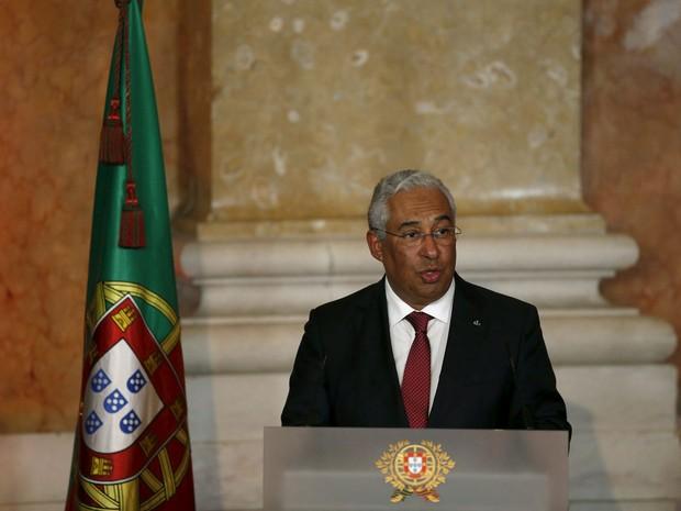 Antonio Costa discursa ao assumir o cargo de primeiro-ministro de Portugal, no Palácio da Ajuda, em Lisboa, na quinta (26) (Foto: Reuters/Rafael Marchant)