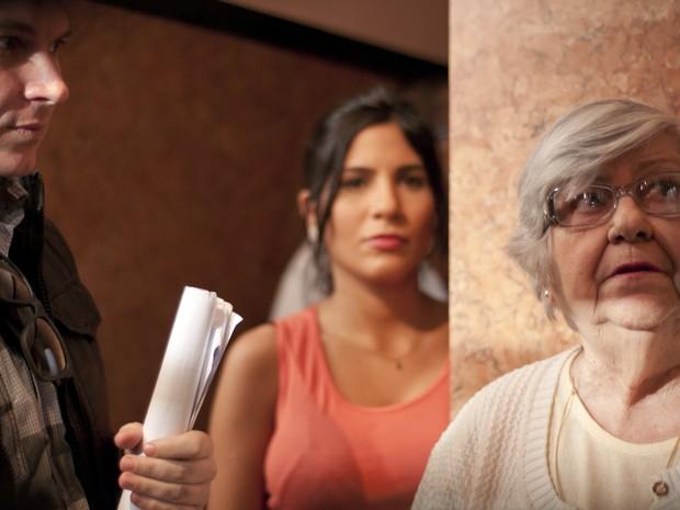 O diretor Bruno Saglia e as atrizes Janine Salles e Hilda Rebelo (Foto: Cauã Csik/ Divulgação)