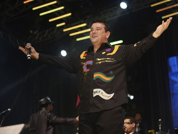 André Rio canta acompanhado do maestro Spok no Marco Zero (Foto: Luka Santos/G1)