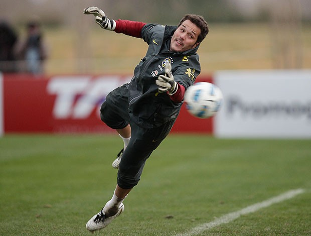 julio cesar brasil treino (Foto: Mowa Press)