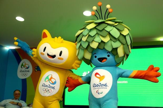 Vinicius e Tom, os mascotes do Rio-2016 (Foto: Matthew Stockman/Getty Images)