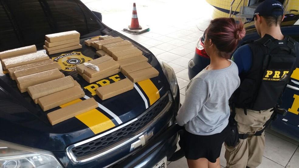 Grávida recebeu R$ 1.500 para transportar a carga de droga (Foto: PRF/Divulgação)
