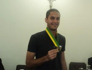 Romulo recebe medalha em Picos  (Foto: Ruthy Costa)