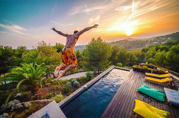 Esta casa com piscina interna na fran a pode ser alugada pelo airbnb gq turismo - Piscina interna casa prezzi ...