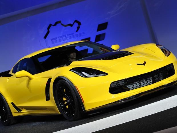 Chevrolet Corvette Z06 foi apresentado nesta segunda-feira (13), no Salão de Detroit (Foto: STAN HONDA / AFP)