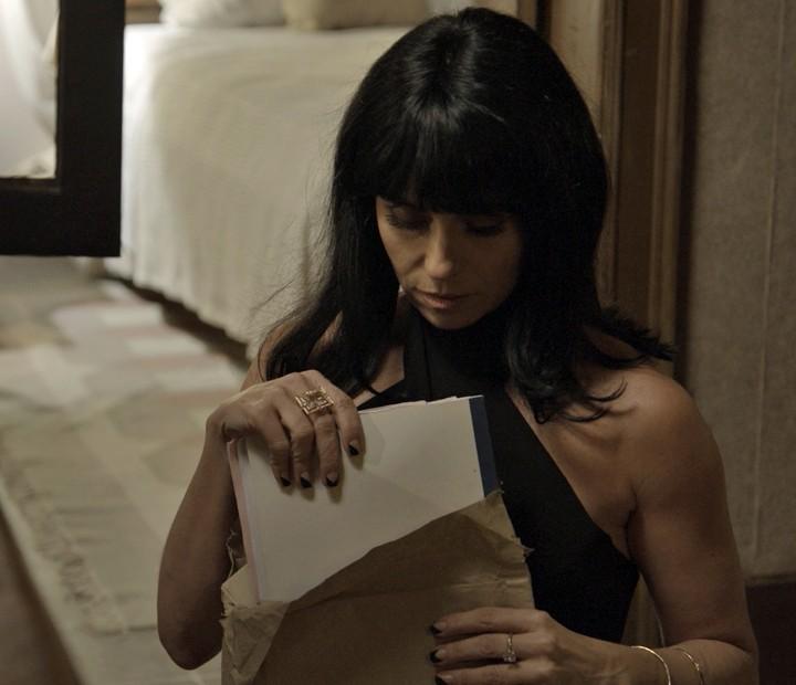 Atena recupera documentos que incriminam a facção (Foto: TV Globo)