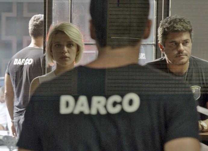 Loirinha se entrega à polícia (Foto: TV Globo)